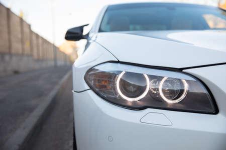 Focus on fashionable white business automobile. Standard-Bild