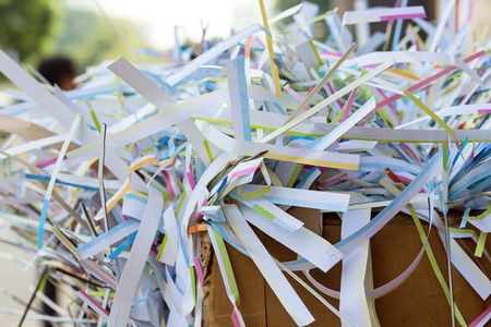 reciclar: Reciclaje de papel usado Foto de archivo