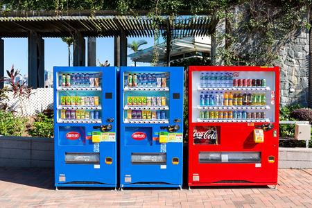 Hong Kong - 24 september 2015: De populaire sinds 1979 lancering van citroenthee in Hong Kong, en verlengd uitgebreid tot alle soorten sap en gedestilleerd water. VITA is een bekende drankmerken in Hong Kong.