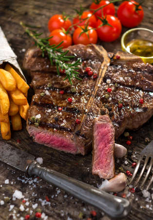 T-Bone-Steak Standard-Bild - 36848100