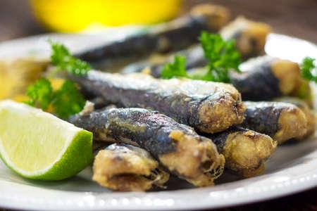 sardinas: Sardinas con lim�n y aceite de oliva Foto de archivo