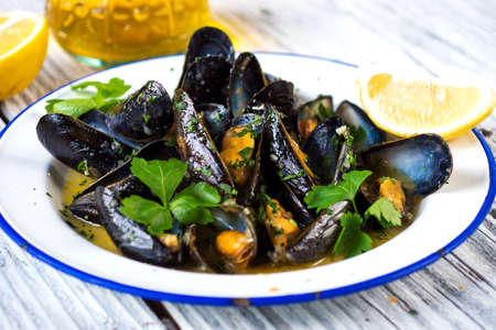 wine sauce: Steamed mussels in wine sauce