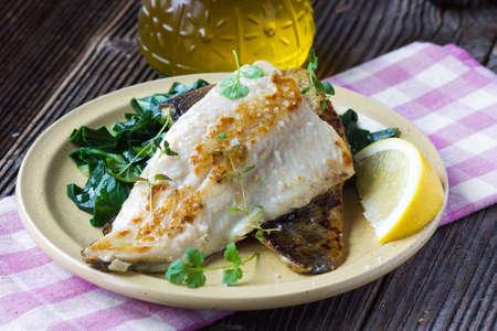 dish fish: Plato de pescado - Filete de pescado con acelgas