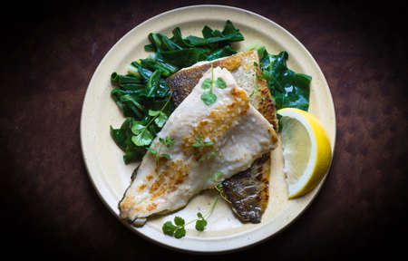 plato de pescado: Plato de pescado - Filete de pescado con acelgas