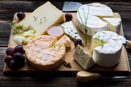 tabla de quesos: French cheese platter