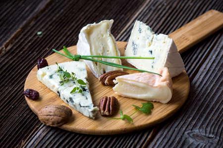 tabla de quesos: raci�n de queso franc�s Foto de archivo