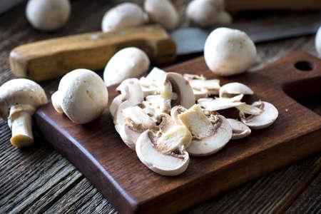 button mushrooms: Fresh  white button mushrooms