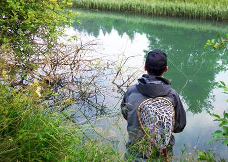 waders: Primer plano de la pesca con mosca pescador