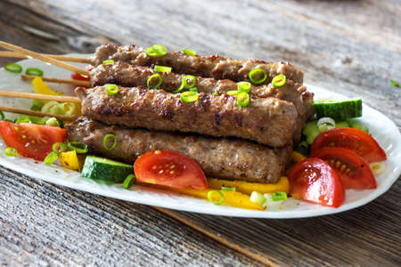 minced meat: Minced meat kebab with fresh vegetable