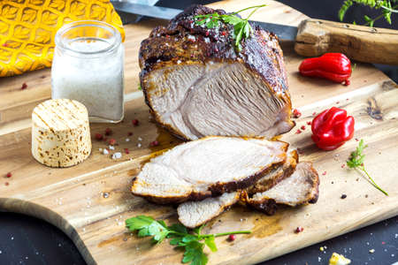 trinchante: Roasted pork with herb on wooden background Foto de archivo