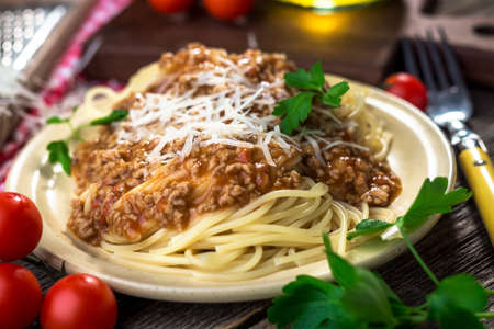 bolognese sauce: Spaghetti with bolognese sauce and parmesan