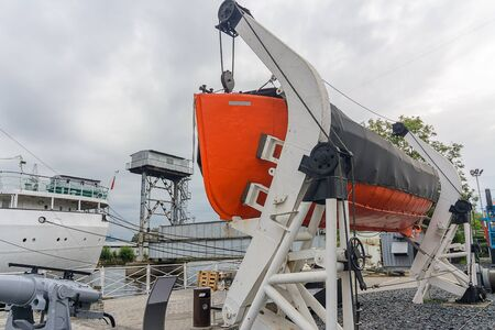 the mechanism of lowering the lifeboat on the ship, safety during sea travel