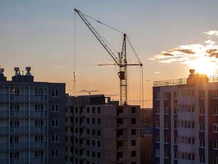 Construction crane for the construction of blocks of apartment buildings, new buildings, renovation and modernization, improvement of the urban environment