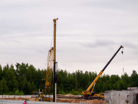 Pile driver, industrial scale piledriver, diesel impact hammer hammers piles when building the foundation of a building 免版税图像