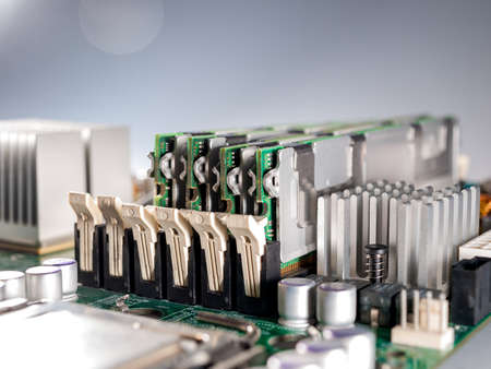 installing RAM modules in the computer motherboard, replacing and repairing computer components, increasing the amount of random access memory 免版税图像