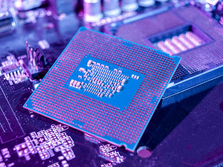 interchangeable silicon microprocessors for desktop, server, laptop, cpu surface with contacts for installation in the motherboard connector, processor selection for games 免版税图像