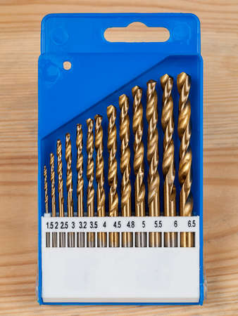 a set of diamond, graphite drills of different sizes, diameters, a selection of drills for materials, drills for drilling in the background, close-up 免版税图像