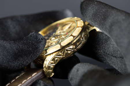 Men's luxury wristwatch on black background Banque d'images