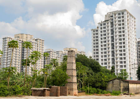 Construction of high-rise buildings, a new area. Green vegetation. Rural oven. Reklamní fotografie