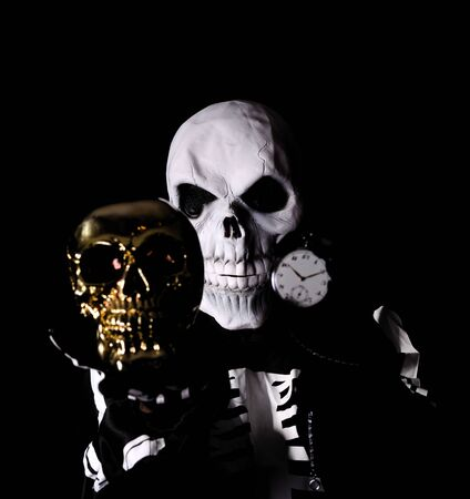 skull men give you to time to death