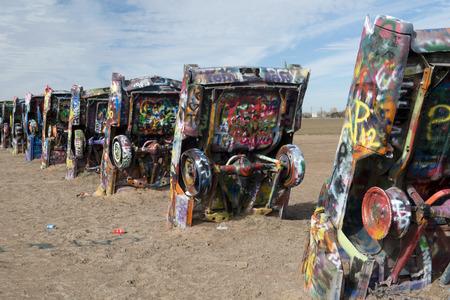rancho: Cadillac Ranch es una instalación de arte público y escultura en Amarillo, Texas, EE.UU. Fue creado en 1974 por Chip Lord, Hudson Márquez y Doug Michels