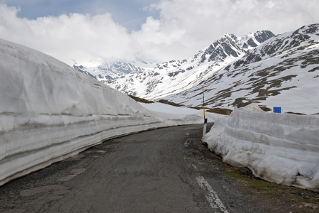 gavia: Gavia Pass Italian: Passo di Gavia el. 2621 m. is a high mountain pass in the Italian Alps. It is the tenth highest paved road in the Alps.The pass lies in the Lombardy region and divides the province of Sondrio to the north and the province of Brescia to