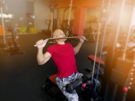 Entrenamiento en el gimnasio para hombres Foto de archivo