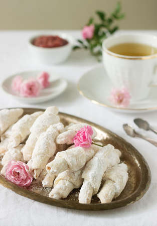 Traditional Romanian or Moldavian cookies from shortcrust pastry and a cup of tea on a light background. Selective focus. 版權商用圖片