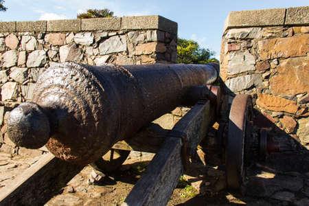 Old Cannon in Colonia del Sacramento - Uruguay Imagens - 101102444
