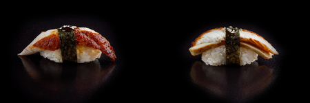 Rotolo di sushi classico. Sushi a sfondo nero. Sushi di pesce giapponese, sushi uno sfondo nero. Banner Archivio Fotografico