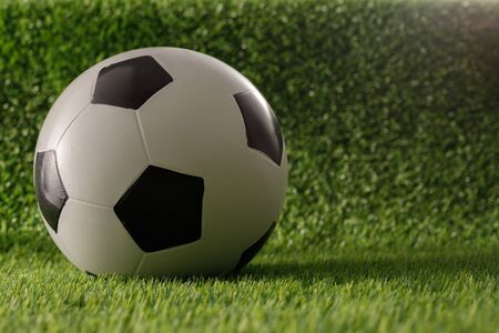 Soccer ball on the green field. The concept of football matches. Copy space. Banque d'images - 134724634
