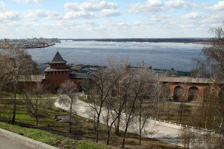 oka: Ivanovskaya tower of Nizhny Novgorod Kremlin on the background of the confluence of the Volga and Oka Stock Photo
