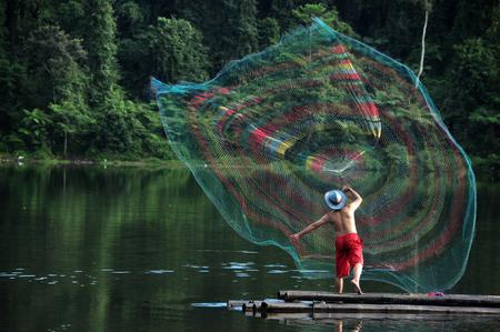 atrapar: La captura de peces con redes