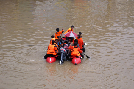 kampung: Officers evacuated a baby who trapped floods in Kampung Melayu, Jakarta, Indonesia.