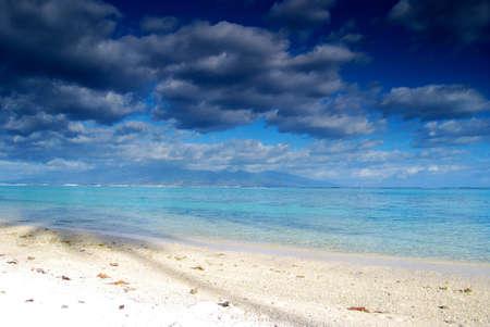 honeymooners: Cielo en Bora Bora Polinesia Francesa Foto de archivo