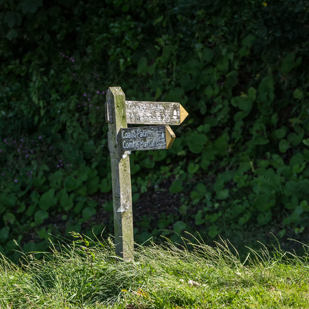 lynmouth: old wooden signpost for backpackers. Lynmouth. North Devon. UK Stock Photo