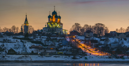 yaroslavl: Resurrection Cathedral on the high bank of the Volga River in the city of Tutayev. Evening view with illumination. Yaroslavl region. Russia Stock Photo