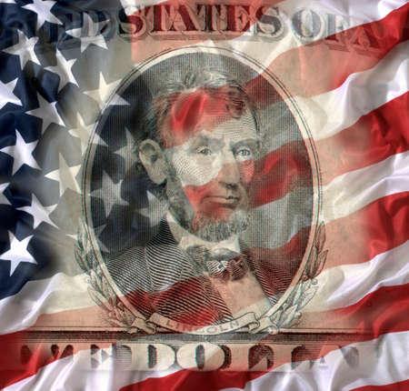 FIVE DOLLAR BILL WITH AMERICAN NATIONAL FLAG 版權商用圖片