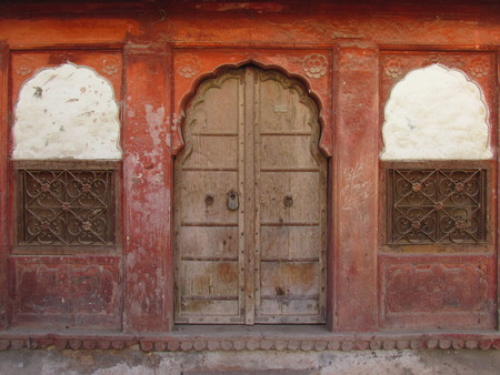 Indian doors and windows. House facade. Banque d'images