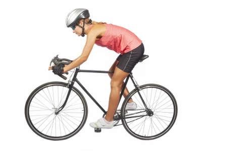 ciclista: Retrato de mujer joven atleta ciclismo profesional posando con bike.model carreras equipado con equipo de deporte profesional, aislado sobre fondo blanco puro. tiro horizontal