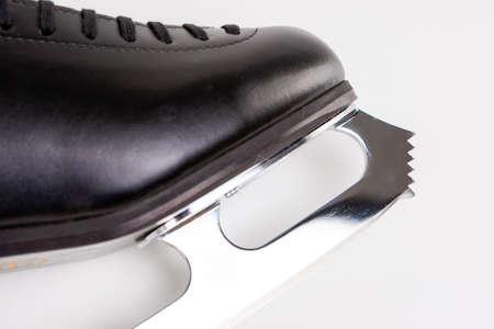 figure skate: Patinaje art�stico Concepto: Primer de profesionales de Sharp Nuevo Hombre Skate Cuchilla Figura. Sobre Fondo Blanco. Imagen Horizontal