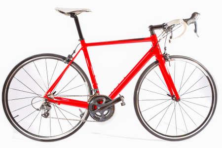 Radfahren Konzept. Professionelle Carbon-Faser-Straßen-Fahrrad über Weißem Hintergrund. Horizontale Bild Zusammensetzung