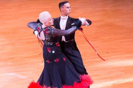 Minsk, Weißrussland - 14. Oktober 2018: Tanzpaar führt WDC World Professional 10 Dance Pro-Am International Stipendium für das European Standard Program on Capital Cup, 14. Oktober 2018, Minsk, Weißrussland