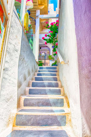 Street on Santorini with Flowery Stairs and White Walls.Vertical Image 版權商用圖片