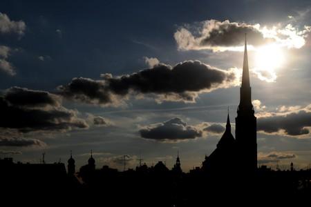 Silhouette der gotischen Kathedrale in Pilsen (Tschechische Republik)