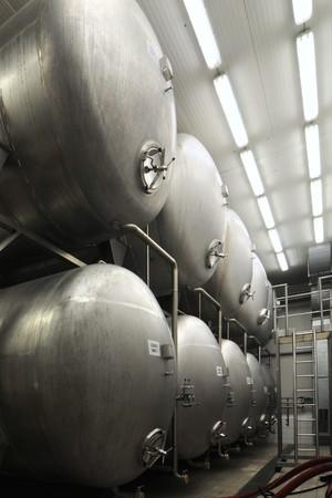 Edelstahl-Beh�lter in einer Brauerei