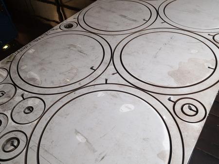 corte laser: círculo de acero inoxidable en forma de corte de piezas de corte de metal por láser