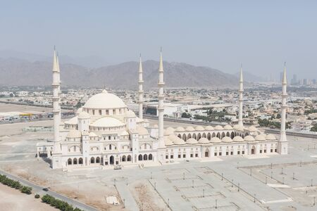 sheikh zayed mosque: The Sheikh Zayed Mosque in Fujairah, the second-largest mosque in the UAE