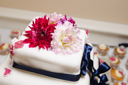 afters: Wedding cake with beautiful flowers and decorations