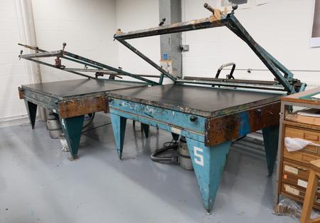 screen printing: Metal vacuum hand operated vintage screen printing tables